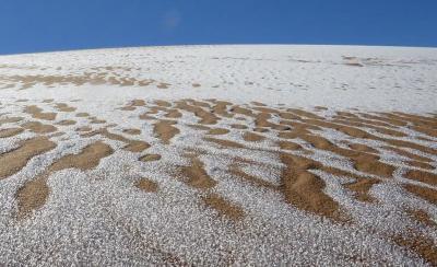 Menakjubkan! Gurun Sahara Diselimuti Salju, Begini Penampakannya