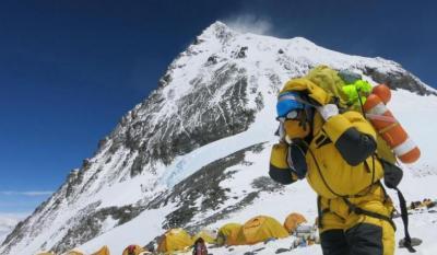 Keren! Nepal 'Sulap' Sampah di Gunung Everest Jadi Karya Seni