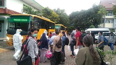 Sejak Awal Pandemi, Bus Sekolah Evakuasi 13.954 Pasien Covid-19 di Jakarta