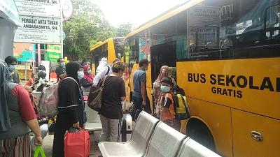 Evakuasi Pasien Covid-19, 9 Petugas Bus Sekolah Terpapar Corona