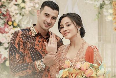 Potret Romantis Pertunangan Ali Syakieb dan Margin Winaya, So Sweet!