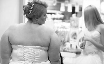 Kecewa dengan Hasil Foto, Pengantin Wanita Minta Uang Lagi untuk Mengulang Pesta