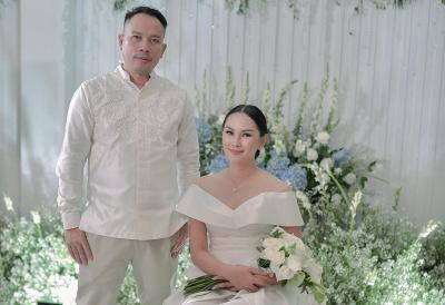 5 Potret Tunangan Kalina Oktarani dan Vicky Prasetyo, Serba Putih nan Romantis