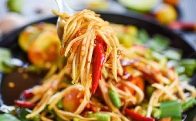 Sering Santap Makanan Pedas Picu Kanker Usus Besar?