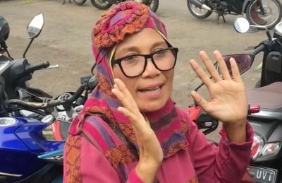Banjir Hujatan, Ibunda Indah Permatasari Tantang Netizen Datangi Rumahnya