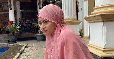 Berurai Air Mata, Nathalie Holscher Minta Maaf Usai Keguguran