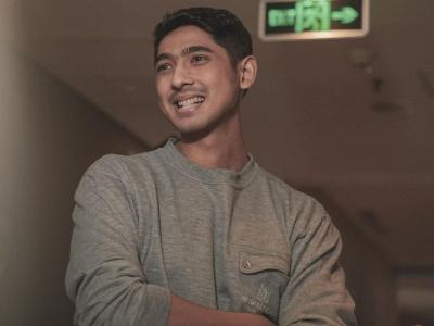 Arya Saloka Dihadiahi Fans Sepatu Rp3 Juta, Netizen: Bukan Fans Kaleng-Kaleng