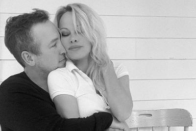 Pamela Anderson Menikah untuk ke-4 Kali dengan Pengawal Pribadinya