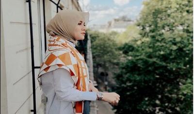 Olla Ramlan Tampil Sporty, Berikut 3 Outif Hijabnya saat Naik Motor
