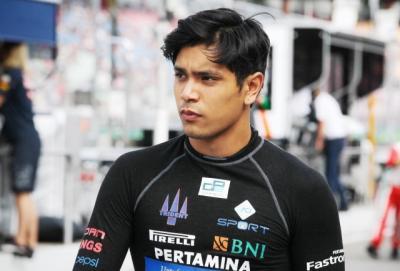 5 Gaya Philo Paz Armand di Lintasan, Eks Pembalap F2 dan Putra Jennifer Jill