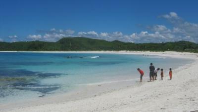Fotografer Cilik Ini Viral, Tawarkan Jasa Foto Pantai Tanjung Aan Keren Cuma Pakai HP