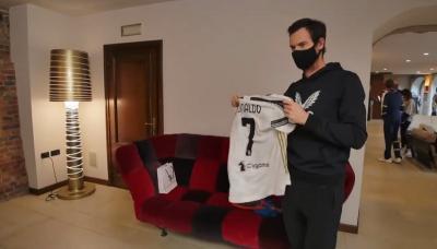 Andy Murray Girang Dapat Jersey Bertanda Tangan Cristiano Ronaldo