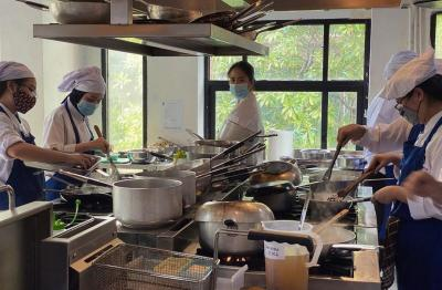 Kenalkan Makanan Indonesia ke Orang Eropa, Chef Renata Banjir Pujian