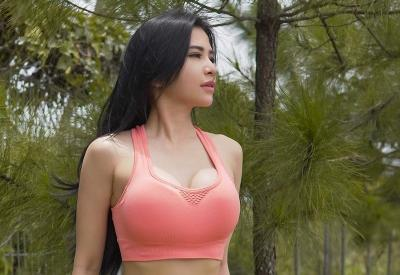 Maria Vania Pamer Body Goals Pakai Sport Bra Pink, Netizen: Yang Gaji UMR Minggir