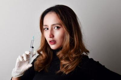 Pesona Dokter Cantik Nadia Alaydrus yang Mirip Boneka, Jadi Pengen Disuntik