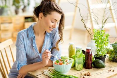 Kapan Waktu Ideal untuk Makan Siang saat WFH?