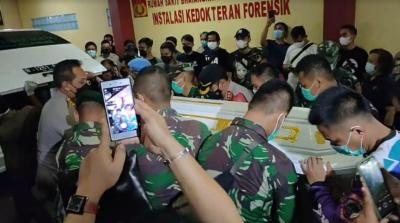 Diiringi Kapolres Jakbar, Jenazah Anggota TNI Korban Penembakan Cengkareng Dibawa ke Rumah Duka