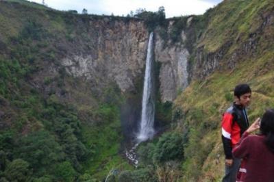Pesona Air Terjun Sipiso-piso Setinggi 120 Meter di Kawasan Danau Toba