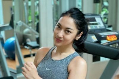 5 Potret Seksi Anindita Hidayat Kenakan Sport Bra saat Olahraga, Menggoda Banget!