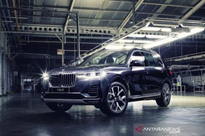 BMW X7 xDrive40i Opulence Rakitan Indonesia Resmi Mengaspal, Ini Harganya