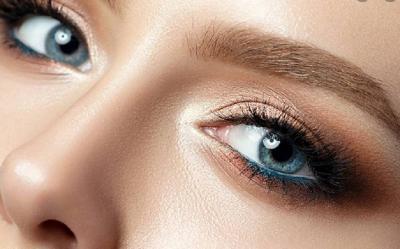 4 Tips Mencegah Kelopak Mata Berminyak agar Riasan Tahan Lama