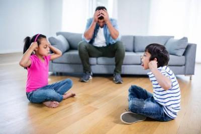 Viral Emak-Emak Bikin Lagu, Sindir Suami yang Sibuk dengan Gadget
