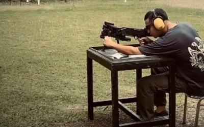 Potret Gagah Herjunot Ali Latihan Menembak, Netizen: Oppa Jun!