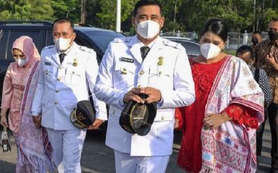 Dampingi Bobby Nasution, Kahiyang Ayu Tampil Menawan Kenakan Baju Kurung Bernuansa Merah Putih