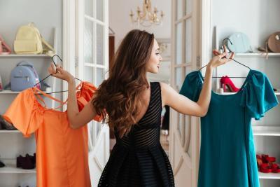 4 Kombinasi Outfit Tabrak Warna Keren, Bisa Dicoba Nih