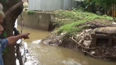 Jembatan Penghubung RW 04 Cipinang Melayu Ambruk, Akses Warga Terputus