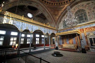 Daftar Koleksi Museum Topkapi, Barang Peninggalan Nabi Muhammad hingga Alquran Pertama