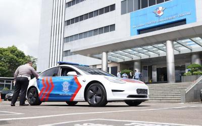 Polri Terima Hibah Mobil Listrik Tesla Model 3, Harganya Rp1,5 Miliar