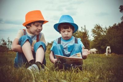 Daftar Kebiasaan Sehat yang Wajib Diajarkan ke Anak, Salah Satunya Membaca