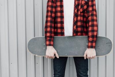 Buat Para Pria, Simak Tips Memilih Warna Kemeja Flannel Biar Superkece