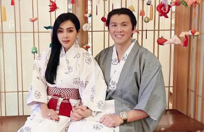 Potret Mesra Syahrini-Reino Barack Rayakan Anniversary Pernikahan ke-2 di Jepang