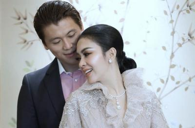 Dinner Romantis Syahrini-Reino Barack Rayakan Anniversary Pernikahan ke-2, Intip Menunya!