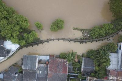 Hancur Diterjang Banjir, Warga Minta Jembatan di Cipinang Melayu Diperbaiki
