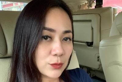 Selfie Menggoda Tante Ernie Pakai Tanktop Ketat Bikin Jantung Netizen Berdebar