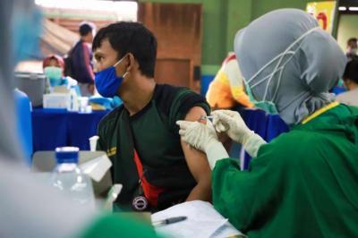 Ribuan Pedagang Pasar di Tangerang Dapat Suntikan Vaksin Covid-19