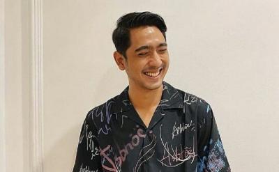 Gantengnya Arya Saloka Pakai Piyama, Netizen: Gemoy Banget!