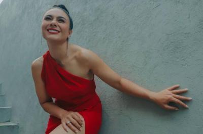 Seksinya Wulan Guritno Pakai Gaun Merah, Netizen: Gal Gadot Indonesia!