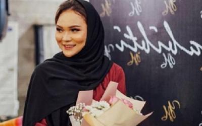 Cantiknya OOTD Beauty Vlogger Dinda Shafay, Simpel dan Fashionable