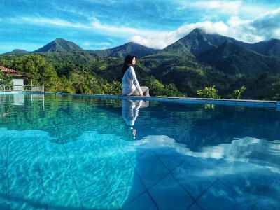 """Bukan Islandia, """"Infinity Pool"""" dengan Panorama Pegunungan Ini Ada di Wonogiri"""