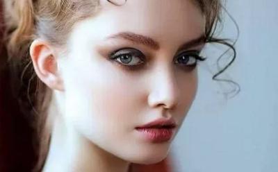 6 Manfaat Es Batu untuk Kecantikan Anda