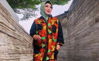 Mengenang Inspirasi Gaya Hijab Rina Gunawan