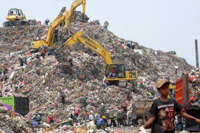 Gunung Sampah Bantargebang Makin Tinggi Namun DKI Klaim Volume Berkurang