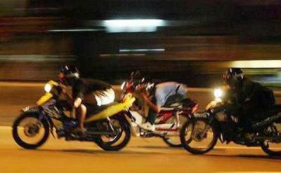 Blokir Jalan TB Simatupang, Kelompok Pemuda Gelar Balapan Liar