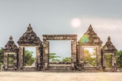 Intip Kemegahan Candi Ratu Boko, Bangunan Peninggalan Mataram Kuno