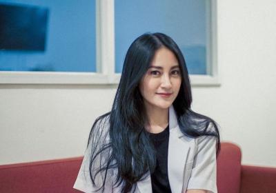 Mengenal Dokter Cantik Alexandra Clarin Hayes, Idola Netizen Nih!