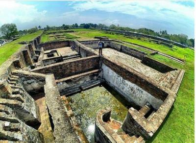 Mengintip Kolam Pemandian Putri Sultan Banten